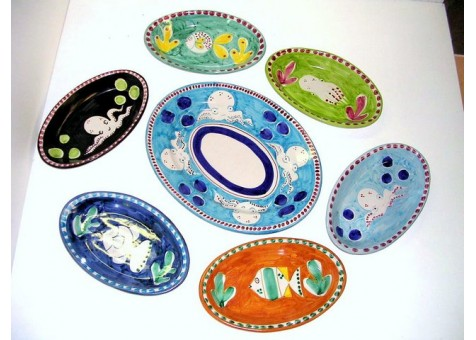 Set of oval plates.
